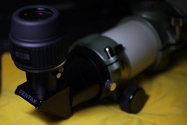 天頂鏡,在觀測仰角比較高的天體時,用天頂鏡將觀看的姿勢轉90度比較舒適。