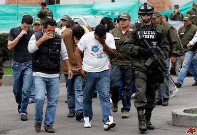 http://4.bp.blogspot.com/_q7leA9LfmAY/TIfl3DVE0BI/AAAAAAAAAWE/T7Au4A_JJv8/s1600/colombia-drug-traffickers-2008-10-31-12-34-54.jpg