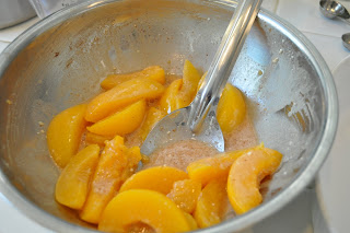 Quick Peach Cobbler Recipe With Canned Peaches And Cake Mix