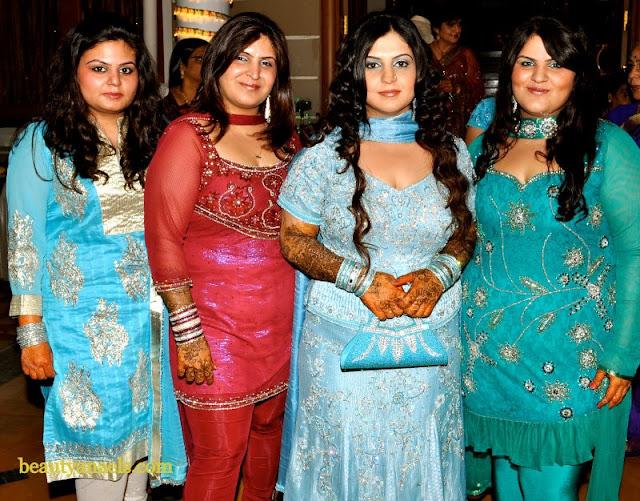 Mallu Serial Actress Sreekutty Hot Blue Saree Photos
