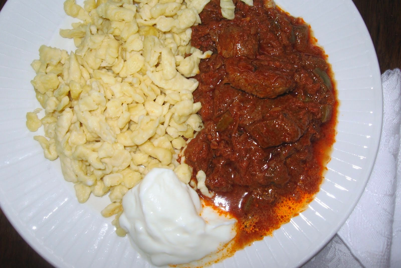 pörkölt képek zsuzsa is in the kitchen: BEEF PAPRIKA   MARHA PÖRKÖLT pörkölt képek