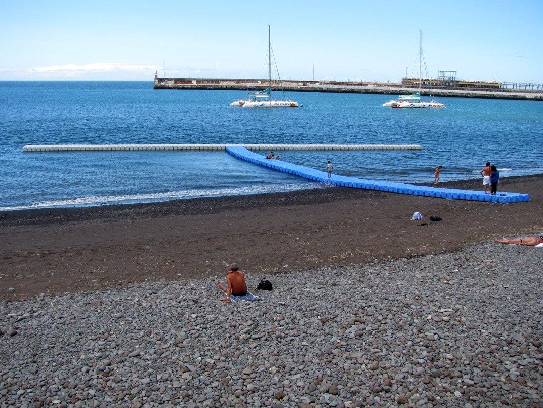 beach rocks solution to enter the sea