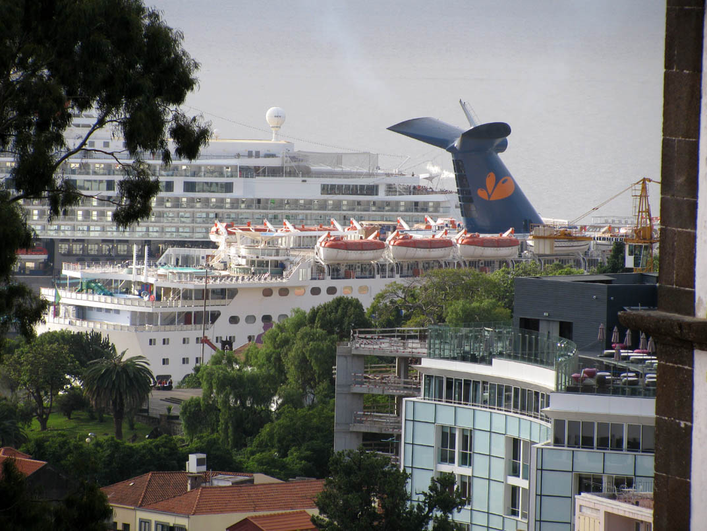 cruise ship funnel