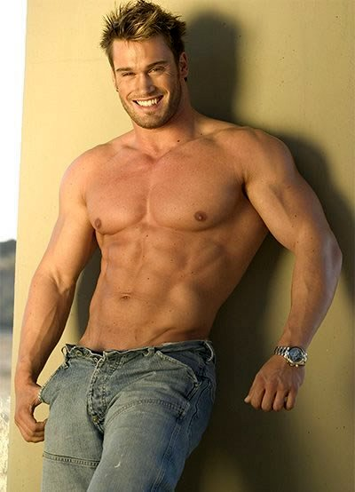 naked blonde muscle men