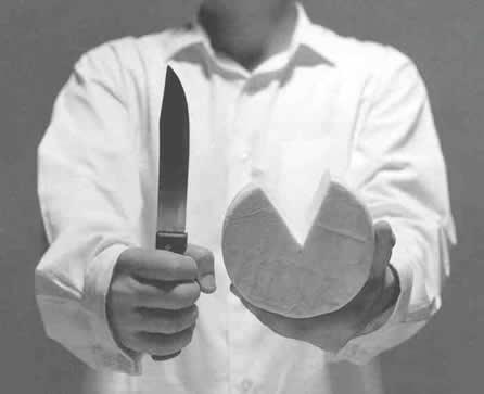 com a faca e o queijo na mão