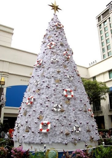 white Christmas tree in Singapore mall