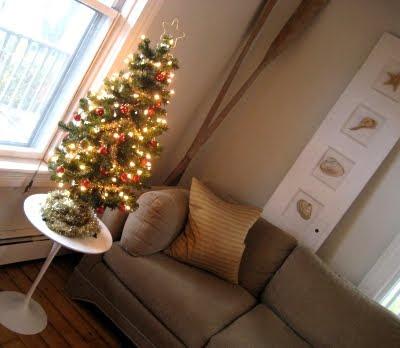 small Christmas tree entry