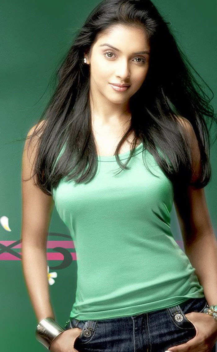 Cute Cute Hd Wallpapers Bollywood Actress Looking Cute In Green Dress
