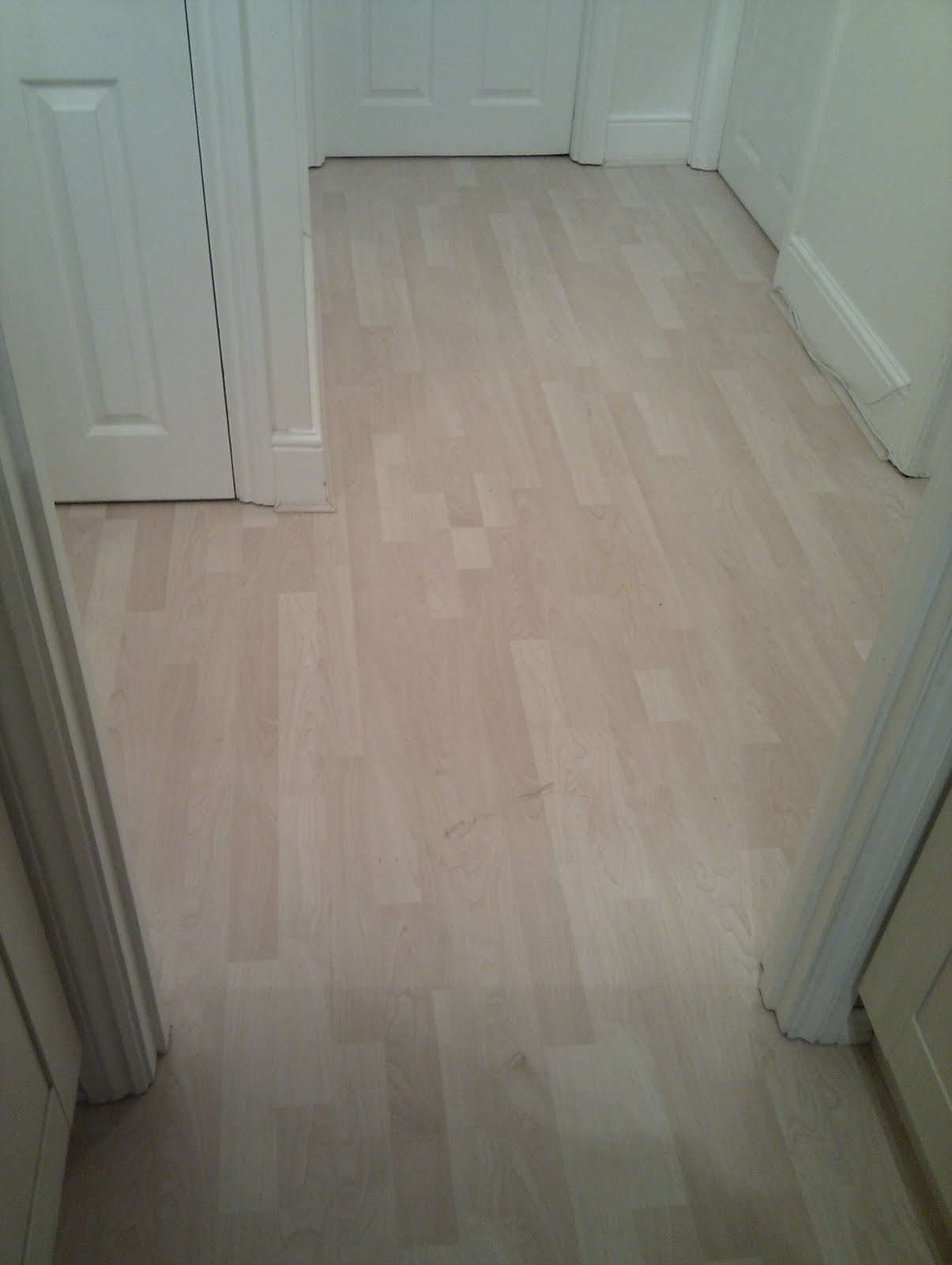 Bathroom Laminate Flooring: TOM FLOORING: Ealing Laminate Wood Flooring, Kitchen