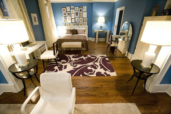So Much That I Am On The Prowl For A E In My Own Home To Put Bit Of Benjamin Moore S Electric Blue Wall Color Is Oh Fabulous