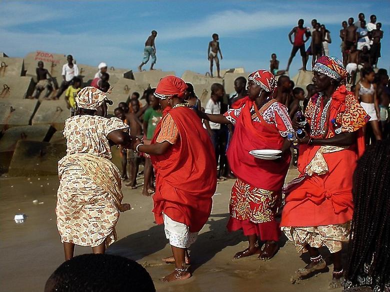Mamas na praia de micro bikini - 2 4