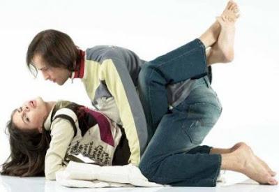 Gambar Posisi Hubungan Intim Suami Istri Hot