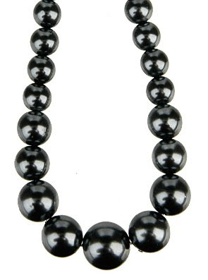 If you want to subtlely add a little pop to your out fit, try a dark colored nacklace, just make sure its huge.