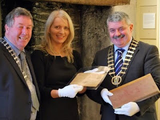County Archivist Rene Franklin showing the telegram and minute book to the Deputy Mayor of Ennis, Cllr. Michael Guilfoyle and  Mayor of Clare, Cllr. Tony Mulcahy