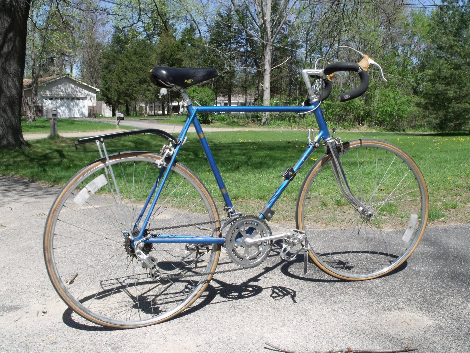aa39f5defc3 Above: The Schwinn Continental right off the truck. I was pleased to see  the condition of this vintage Continental. I did however strip it down to  the frame ...
