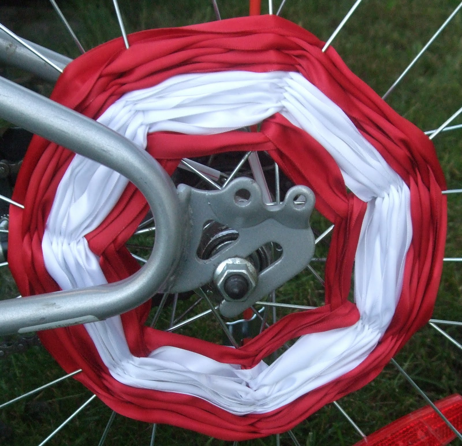 Loop Frame Love  Canada Day Bike Decorations  LGRAB Summer Games post 5  Basically they re a slightly more sophisticated  more permanent version of  the crepe paper streamer spoke decorating you see on sites for