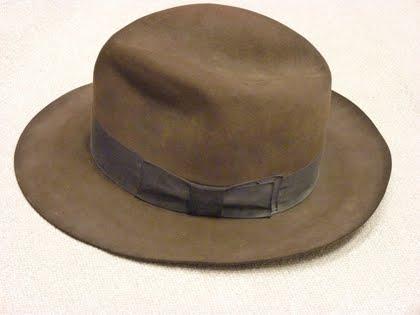 Esta é a sua oportunidade de possuir um dos chapéus de Indiana Jones usados  por Harrison Ford. Em leilão para beneficiar o Centro Robert F. Kennedy  para ... 2345d1eba2b
