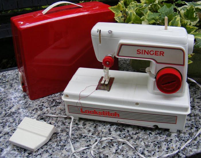 The Garage Sale Archeologist Children S Singer Sewing Machine