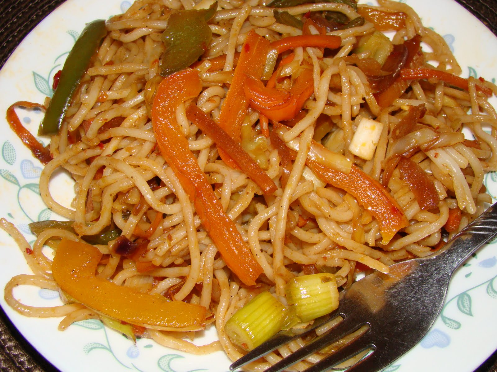 Sweet Karam Kapi :): Spicy Indo-Chinese noodles