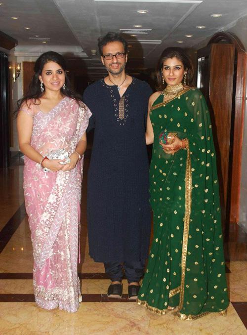 {Celebrity Wedding - Neelam Kothari + Samir Soni}  {Celebrity Wedd...