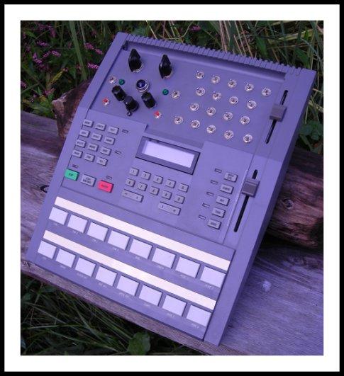 matrixsynth circuit bent alesis hr 16 drum machine. Black Bedroom Furniture Sets. Home Design Ideas