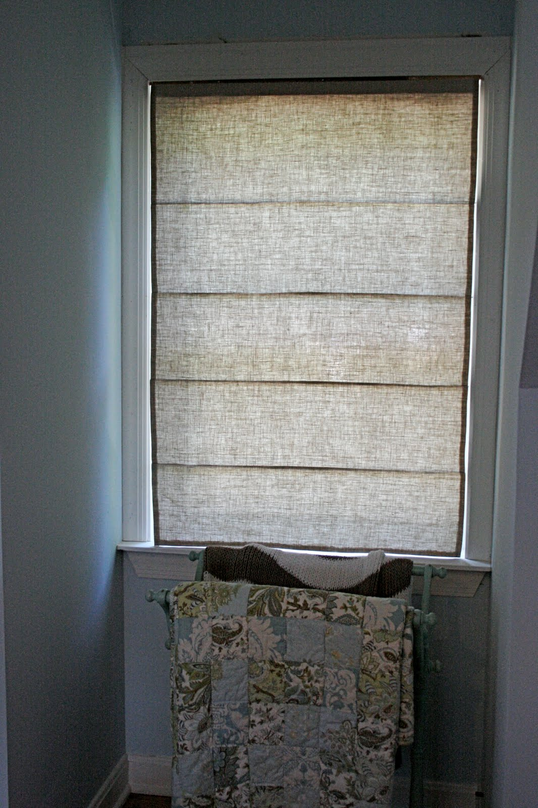 Little and Lovely: DIY: Roman Shades