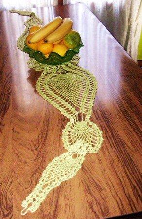 Camino de mesa crochet seis piñas