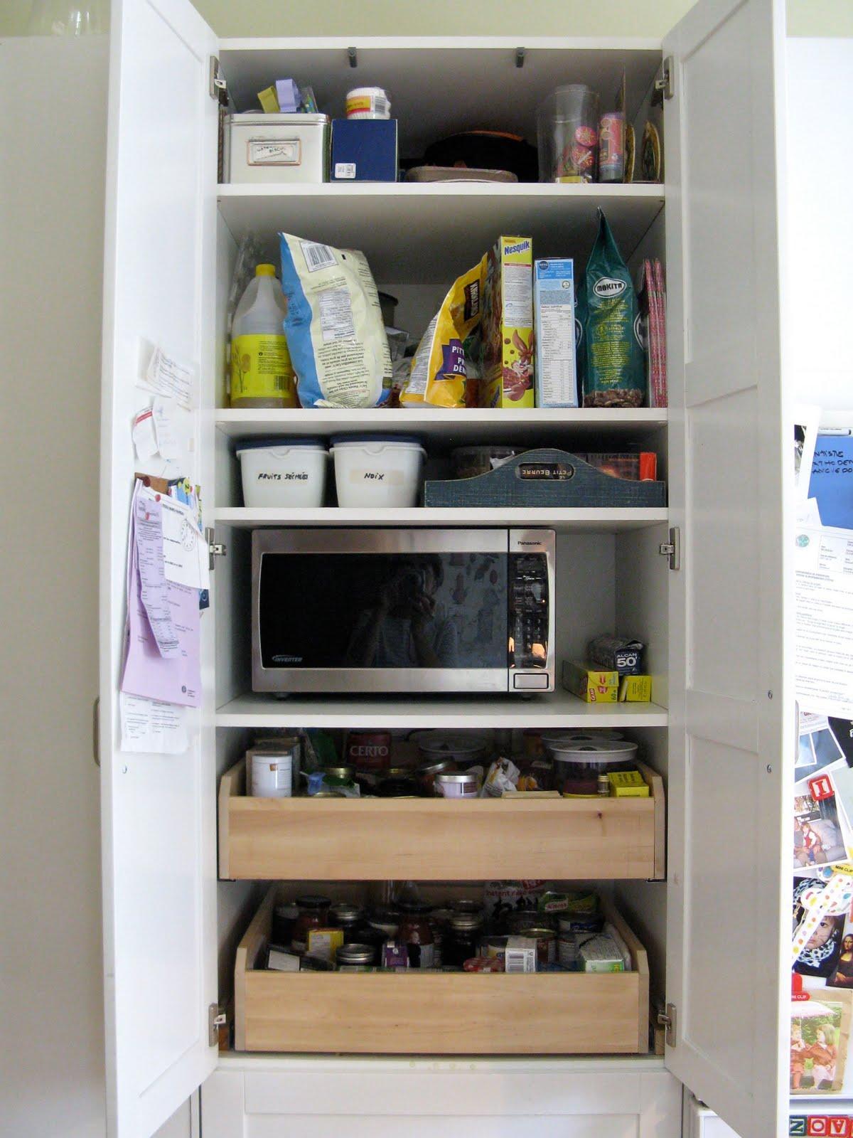 armoire garde manger ikea table de lit. Black Bedroom Furniture Sets. Home Design Ideas