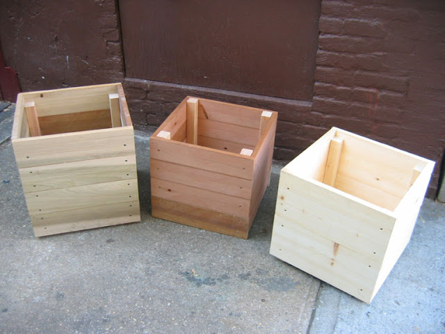 How to make an easy wooden planter with scrap wood finished planter box artistandbuilder.com
