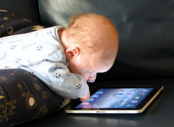 http://4.bp.blogspot.com/_s16c0VsE758/TSXC8diYVPI/AAAAAAAAAGo/lMXUM78gIFQ/s1600/ipad_baby-580x422.jpg