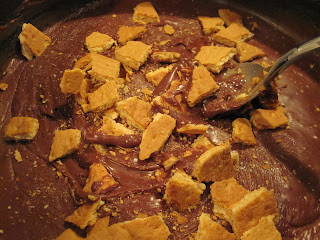 S'mores Fudge is a rich, chocolatey fudge made with milk chocolate, sweetened condensed milk, mini marshmallows and graham crackers. Life-in-the-Lofthouse.com