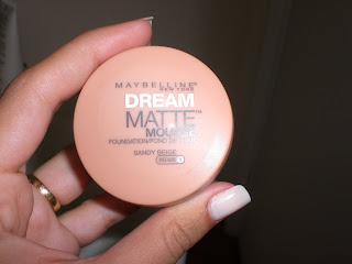 b509d2eb8 In love com a nova base Dream Matte da Maybelline