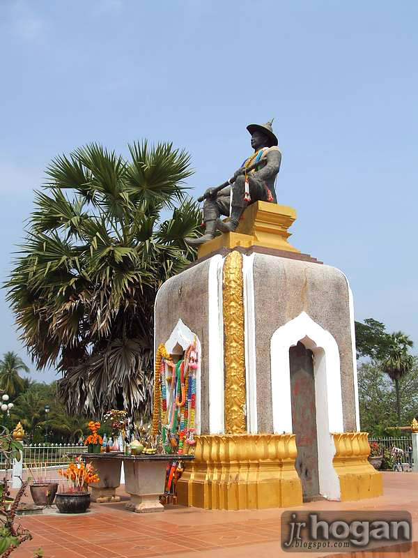 Statue at That Luang Stupa