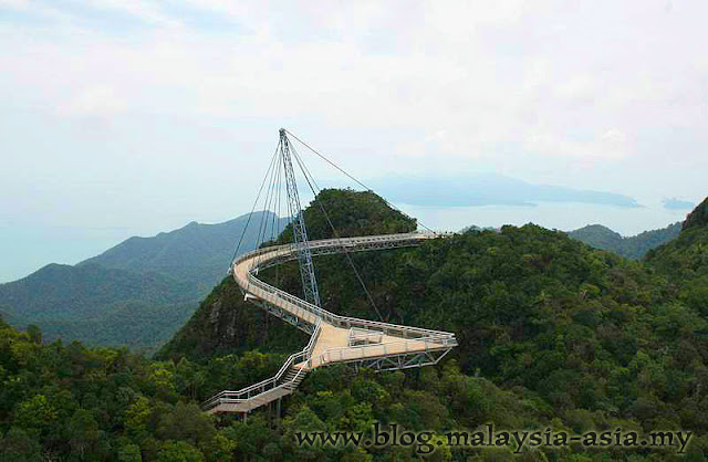 Suspended curve bridge in Langkawi