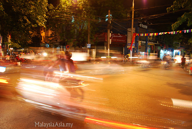 Night photo of Hanoi