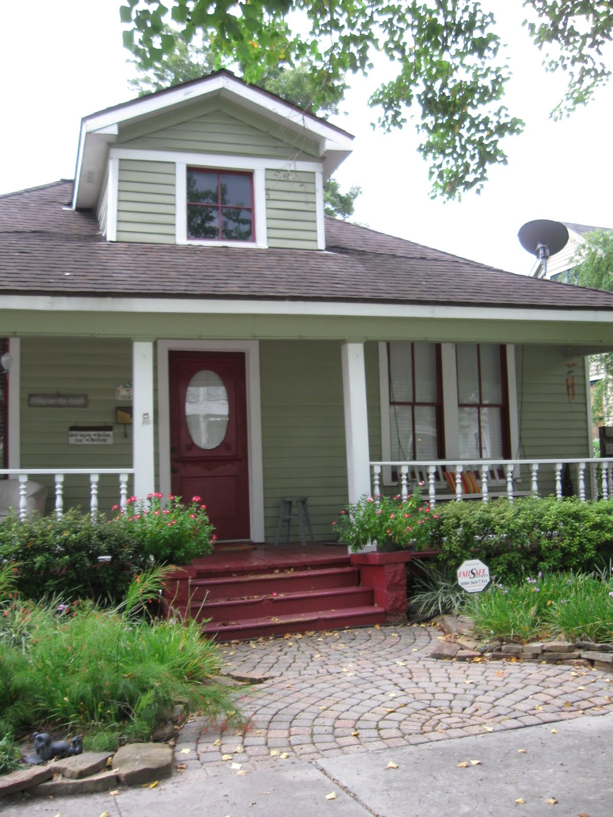 The other houston 1930 front porch bungalow for Small house deck designs
