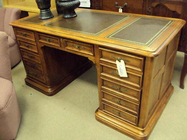 I M A Heckman Executive Desk