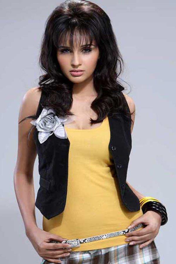 Sabi Khazgaleeva, Model | Superbe | Connecting fashion talents