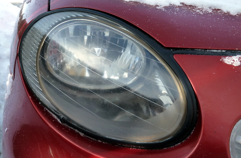 how to clean your vehicle 39 s headlights use toothpaste tutorial geek. Black Bedroom Furniture Sets. Home Design Ideas