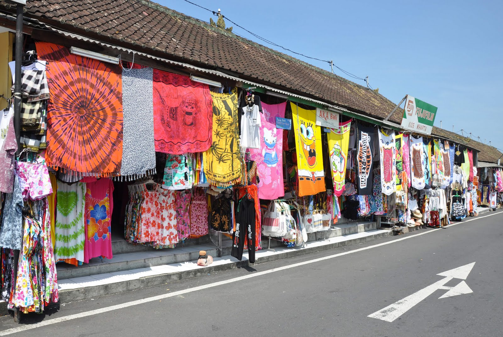 Bali 2010 - Shopping at Tanah Lot