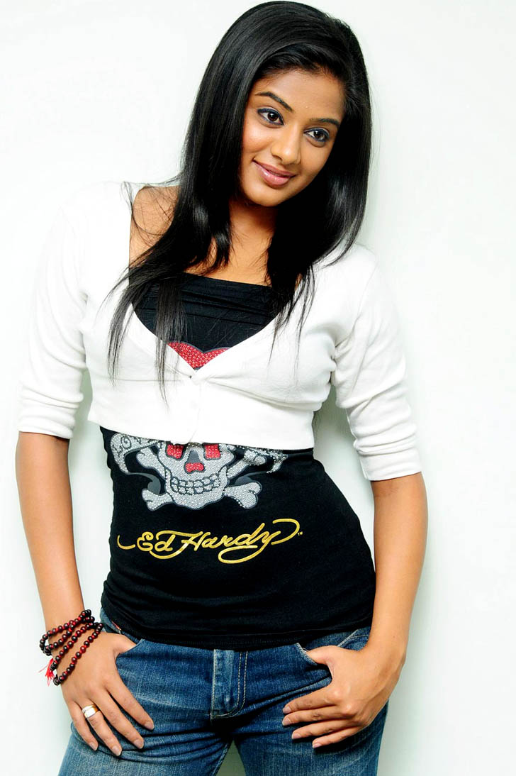 Desi bangladeshi wife watches tv lover palay her boobs ass - 3 3