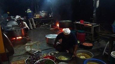 Lepas Subuh Saya Menjengok Ke Dapur Long Bakar Tukang Masak Terkenal Dengan Masakan Binya Di Ayer Baloi Dah Mula Bertugas Beberapa Orang