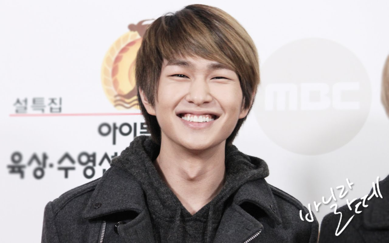 Onew: The Shining SHINee World: [Fan Photos] Onew At MBC-TV