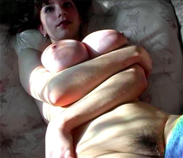 Hot brunette porn pics