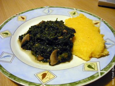 Spanac cu ciuperci și mămăliguță