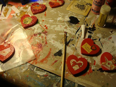 Painting and decorating wood hearts for Valentine's Day. DIY with step by step images at DearCreatives.com