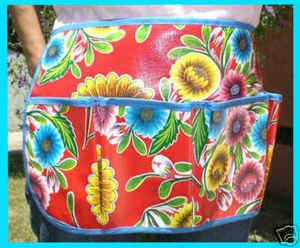 oilcloth apron with flower http://www2.blogger.com/img/blank.gifpattern