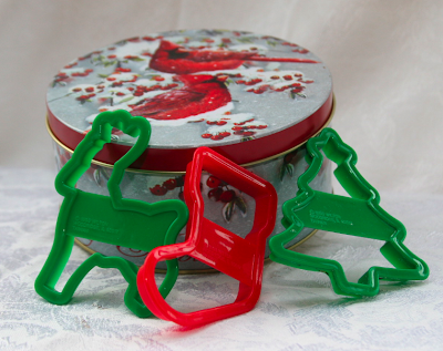 Christmas tin with cookie cutters
