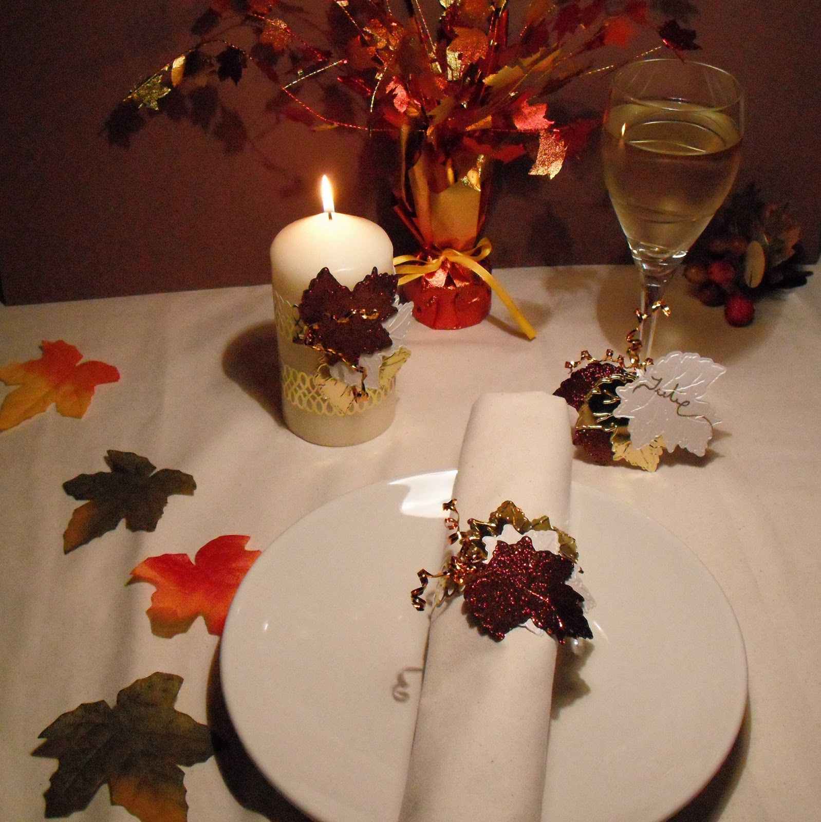 Easy Thanksgiving Table Decorations: HuxtersHouse: CUTTLEBUGSPOT THANKSGIVING TABLE DECOR