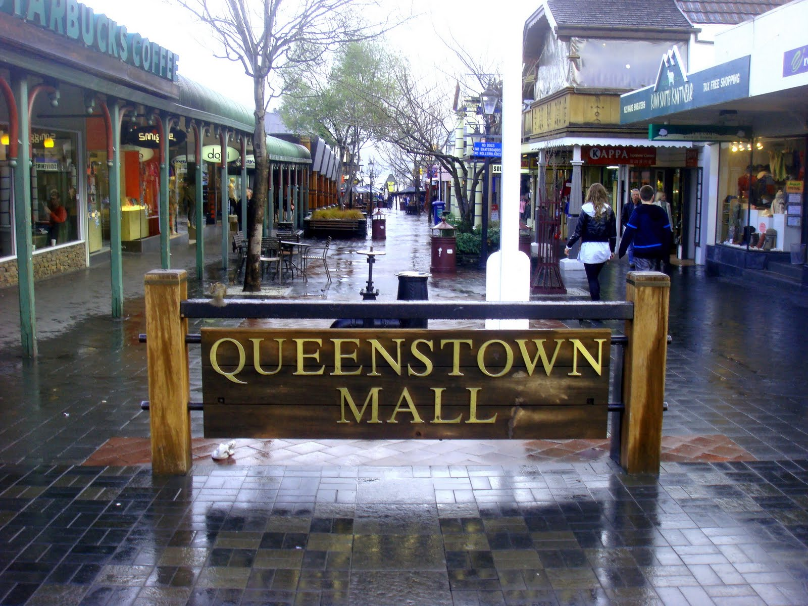 Shopping in Queenstown. Queenstown is a great place to shop. Whether it's a unique souvenir, high street names, exclusive Kiwi labels, or just your everyday basics, Shopping in Queenstown is a browser's delight.